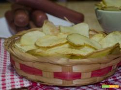 Chips di patate croccanti e deliziose sfoglie di patatine fritte