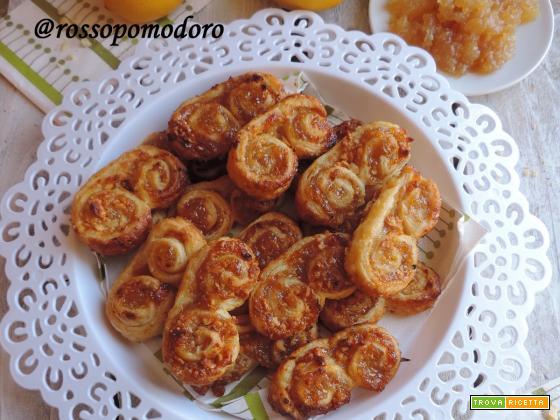 Ventagli di sfoglia con marmellata di limone e mandorle
