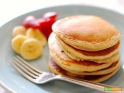 Pancakes allo yogurt fatti in casa. Buoni e leggeri!