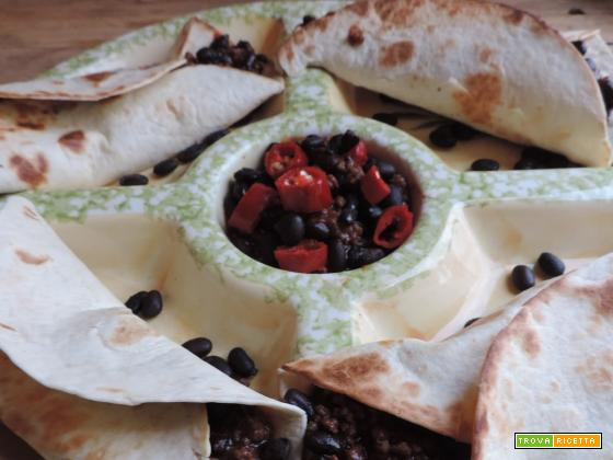 Tortillas con macinato di manzo e fagioli neri