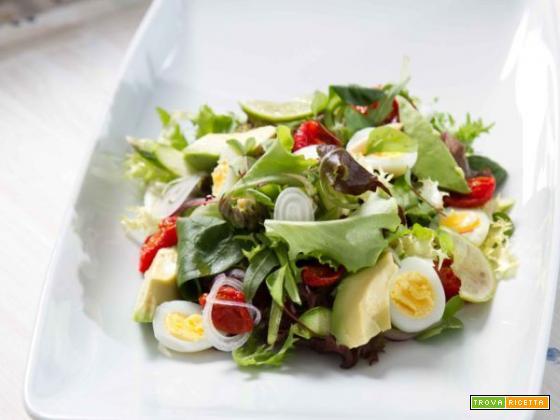 Misticanza con avocado e uova di quaglia: un inno alla creatività culinaria