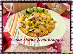 Pasta fredda con zucchine, tonno e curcuma