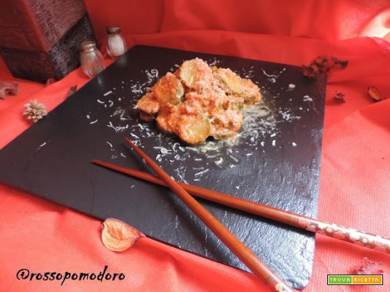 Zucchine trifolate al pomodoro con uova e parmigiano