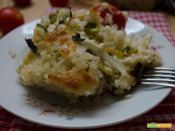 Pasticcio di riso, zucchine e pomodori