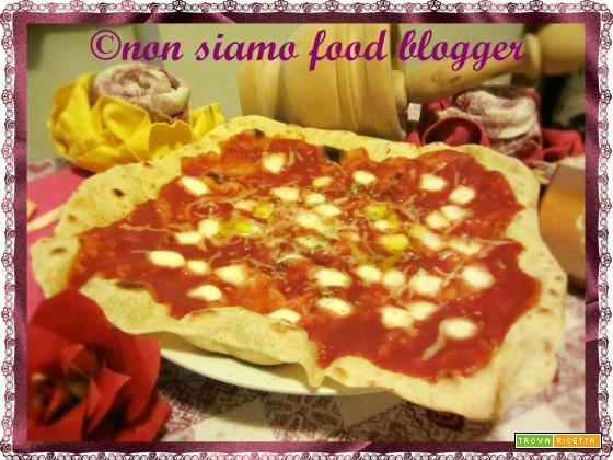Pizza rustica in padella senza lievito, ricetta veloce