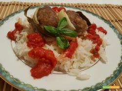 Ruota di carne macinata con riso basmati e salsa di pomodoro