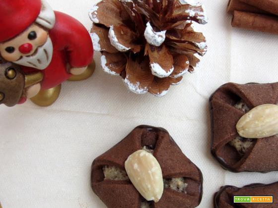 Fagottini cioccolato mandorle e marzapane