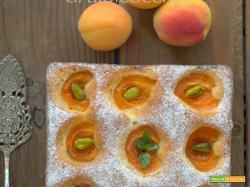Torta semplice di albicocche e la Marmor & Marillen