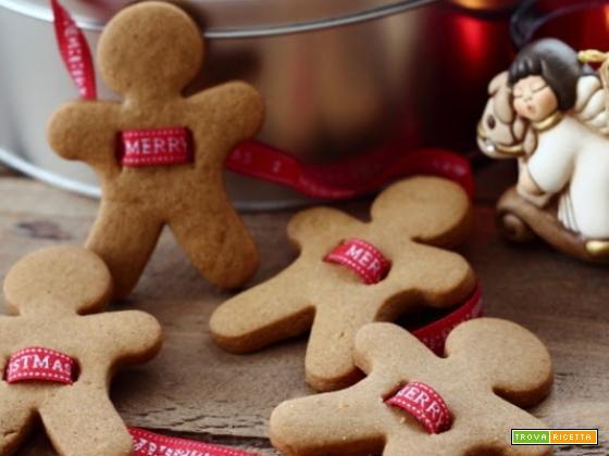 Biscotti alla cannella per le decorazioni di Natale