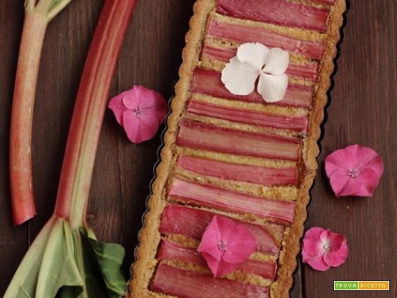 Crostata di frolla al mascarpone con rabarbaro e crema di mandorle