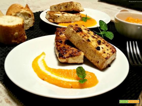 Tofu marinato su purea di carote al cumino