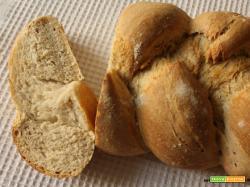 Pane intrecciato con crusca, germe di grano e lievito madre
