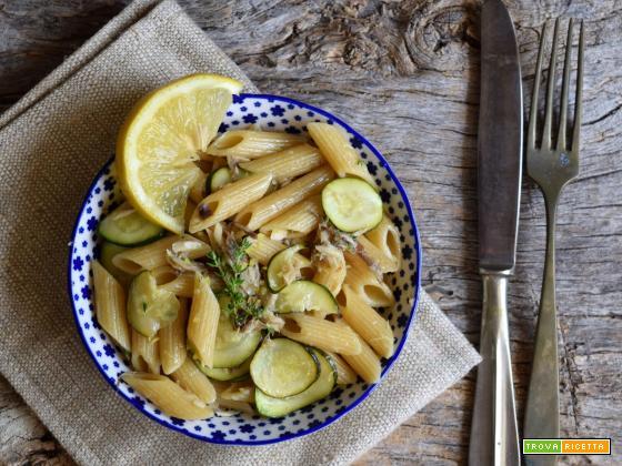 Pennette integrali allo sgombro, zucchine, limone e timo