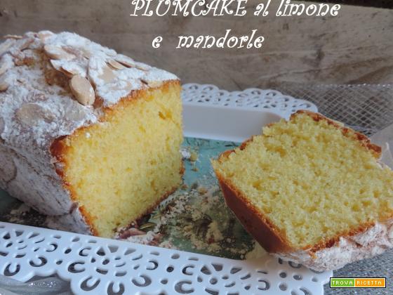 Plumcake al limone con yogurt greco e mandorle