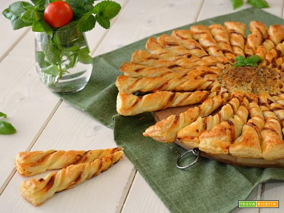 Girasole di pasta sfoglia gusto pizza