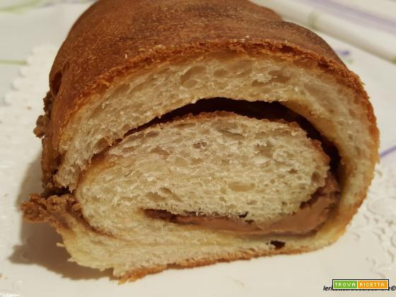 Pan brioche soffice con crema spalmabile di biscotti Speculoos
