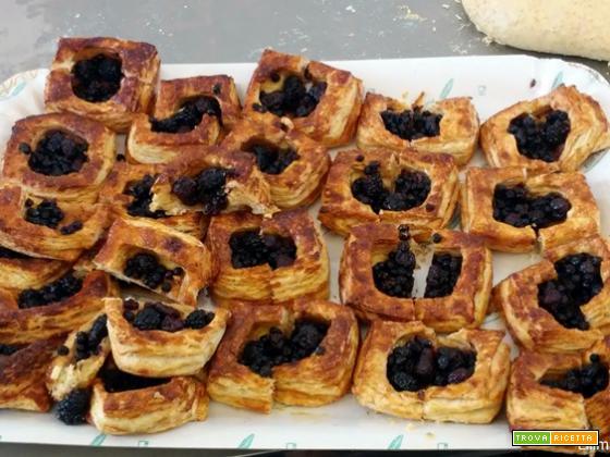 Croissant integrali con frutti di bosco: la ricetta per farli a casa