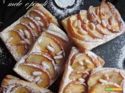 Sfogliatelle di mele e pinoli