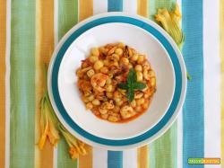 Gnocchetti con fiori di zucca, gamberi e cozze