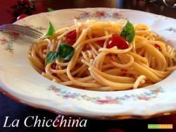 Spaghetti con i pomodorini e basilico