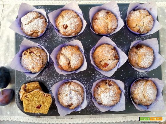Muffin vegani al cocco fresco e prugne