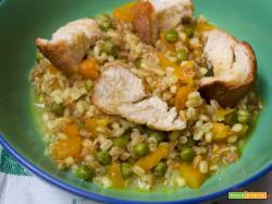 Zuppa di zucca farro orzo e piselli un piatto genuino