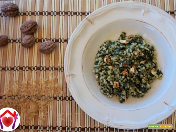 Risotto con spinaci, noci e puzzone di Moena