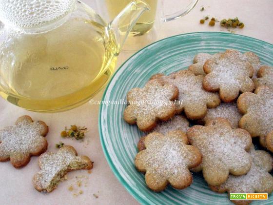 Biscotti Camomillini, ovvero I fiorellini di camomilla per il tè delle Comari