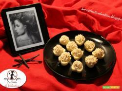 MANGIA CIO' CHE LEGGI 84: Cestini di cioccolato bianco con crema alla vaniglia (senza uova) da Ritrovarti ancora di Estelle Hunt