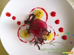 Aspic di Melograno guarnito con composta di susine rosse e fondente