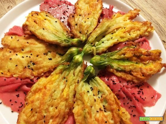 Carpaccio saporito con i fiori di zucca: piatto unico coloratissimo!
