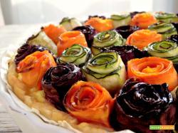 Torta salata con rose di carote e zucchine