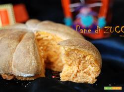 Pane di zucca per la tavola di Halloween