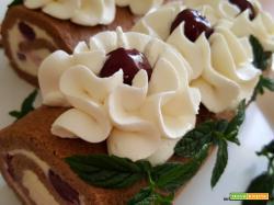 Rotolo al ciobar con crema al cioccolato bianco e amarene
