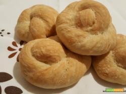 Girelle intrecciate di pane