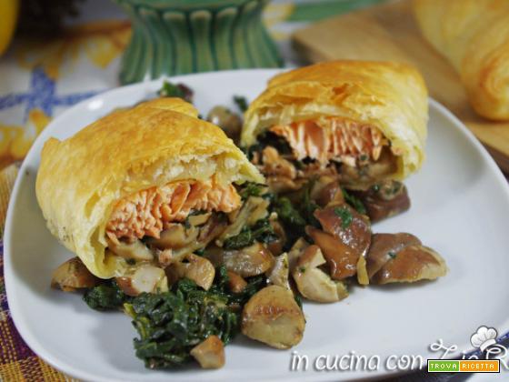 Salmone spinaci e funghi porcini in crosta