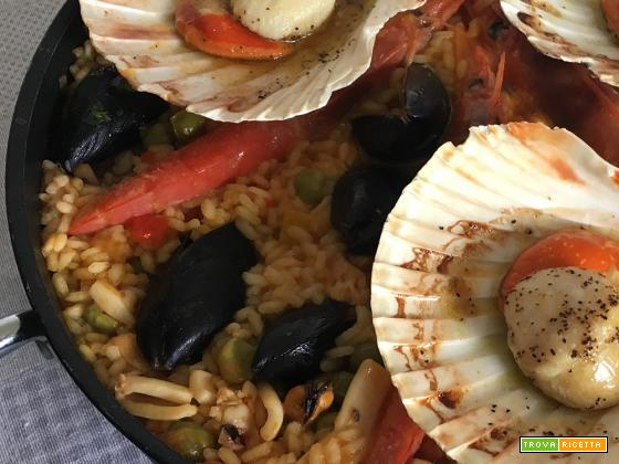 paella de marisco, con pesce e verdure