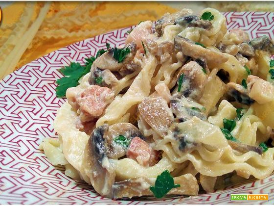 Pasta con funghi pancetta e ricotta