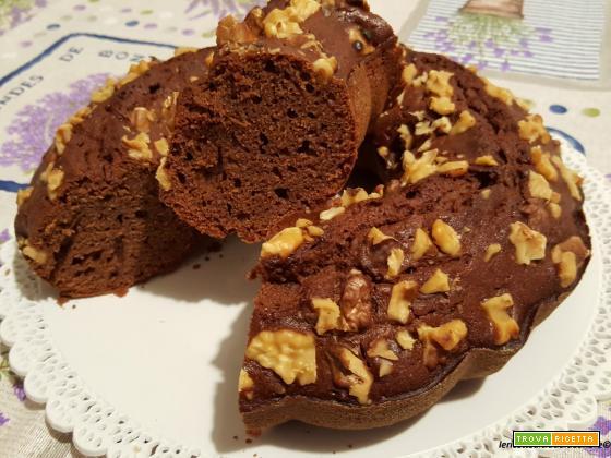 Ciambella al cioccolato, miele, noci e albumi (di riciclo)