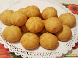 Biscotti con zucca cruda, mandorle, al olio e miele e senza uova