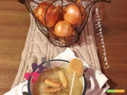 Soup à l'oignon al profumo di birra e Lollipop di patate croccanti
