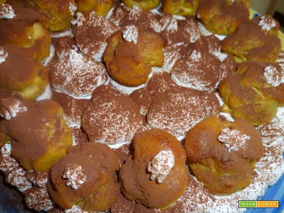 Torta al cacao con profiteroles
