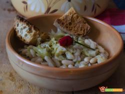 Zuppa di cavolo verza e fagioli un primo piatto autunnale
