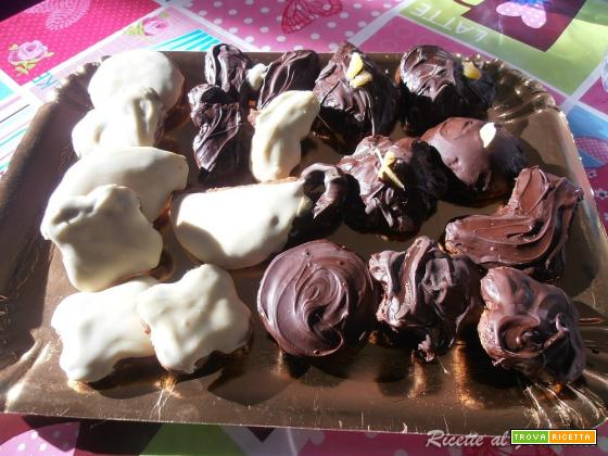 Biscotti natalizi: Mostaccioli morbidi ripieni
