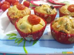 Muffin salati con pomodori secchi e ricotta salata