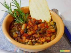Zuppa di legumi misti con crostini