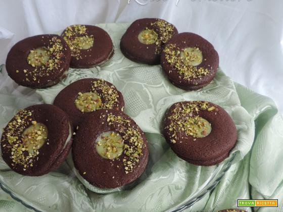 Occhi di bue al cacao con crema al pistacchio
