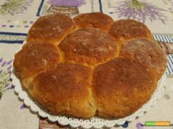 Panini dolci alla ricotta, miele, senza grassi, e con confettura di pere e zenzero
