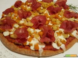 Pizza semintegrale con zucca, patate, crescenza e bresaola
