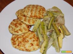 Hamburger di pollo al rosmarino e curcuma con contorno al timo.